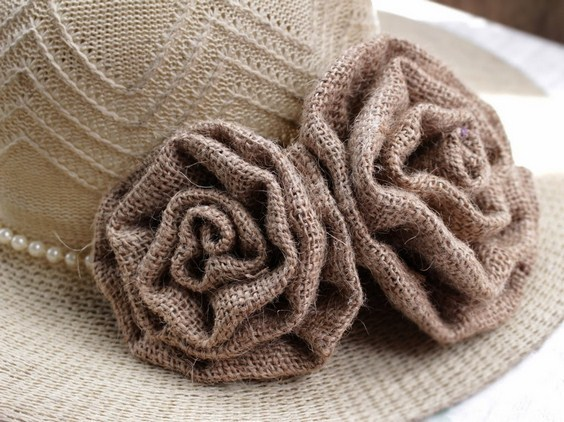 Burlap Flowers,Burlap Flowers tutorial, Burlap Flowers How to, DIY Burlap Flowers